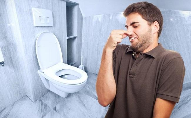 """Cách khử sạch mùi hôi nhà vệ sinh đơn giản trong ngày """"trốn"""" dịch"""