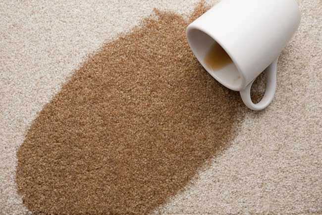 Cách tẩy vết nước chè trên sàn nhà