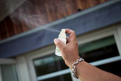 Khử mùi hôi ẩm mốc khó chịu trong nhà