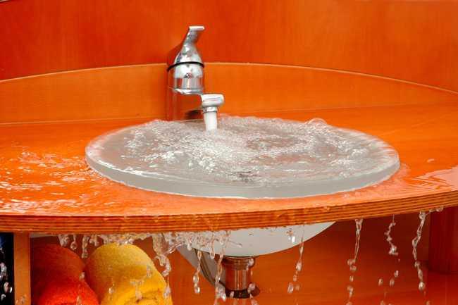 Tại sao phải xử lý tắc bồn rửa bát? Xử lý như thế nào để hiệu quả triệt để lâu dài?